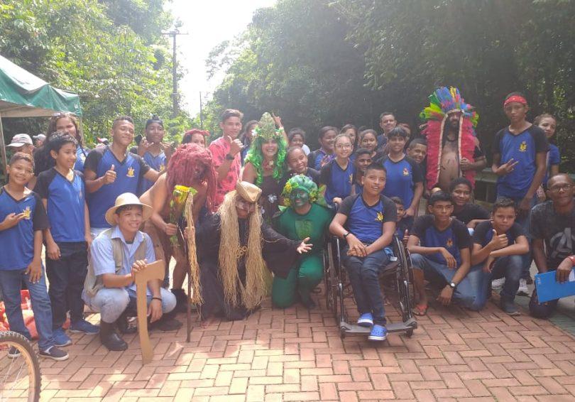 Alunos da Escola Maria do Carmo Pinheiro Rodrigues recebem atividades recreativas no Parque Estadual do Utinga.